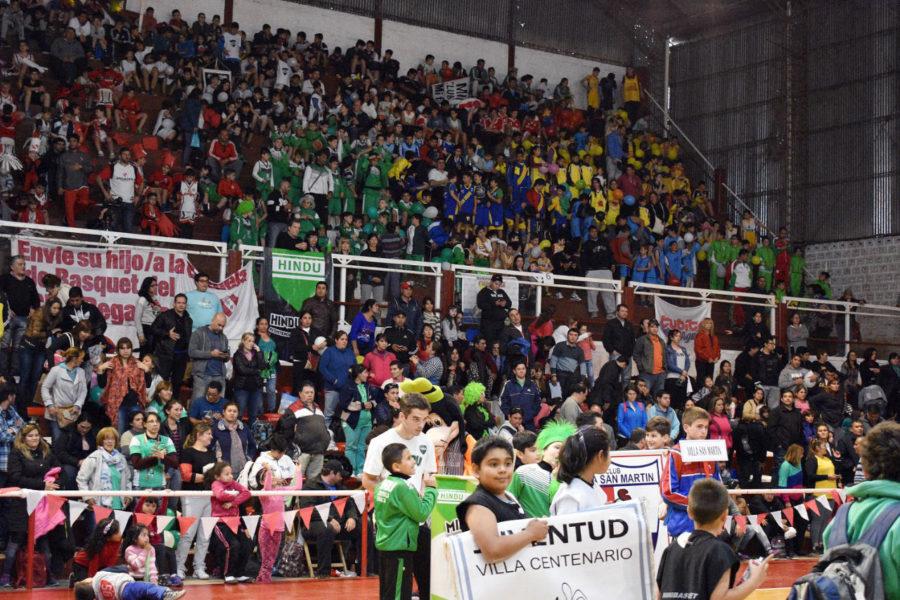 El Pato  Simoni  de Regatas  batió record de participantes, de alegría  y amistad