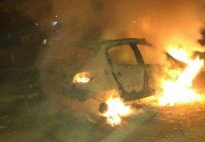 Incendio auto  consumido por el fuego ocurrió en el barrio del Complejo de Malvinas